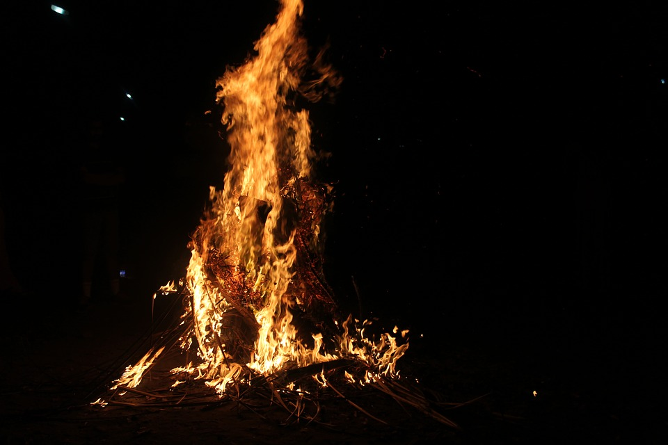 bonfire-1839621_960_720.jpg