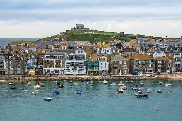 5 Reasons to Visit Cornwall Right Away!